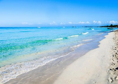 Turquois water and white sand at Seven Mile Beach, Negril, Jamaica