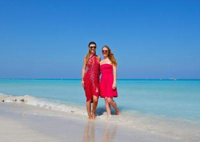Varadero – Sisters at the Beach
